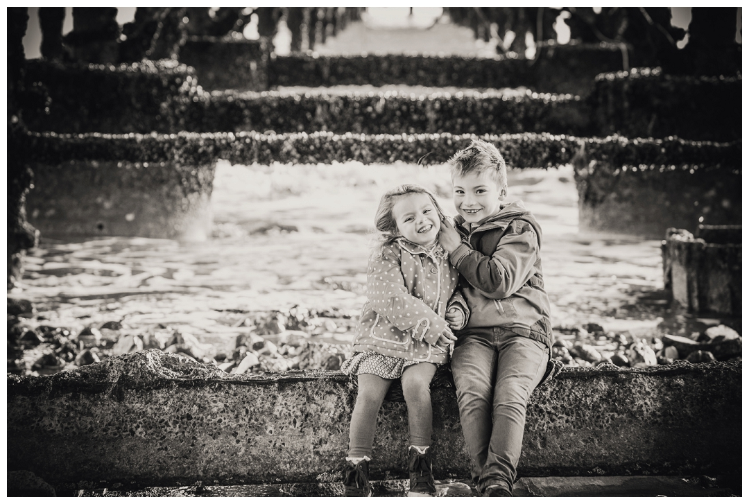 photographs of brothers adn sisters, sibling photographs