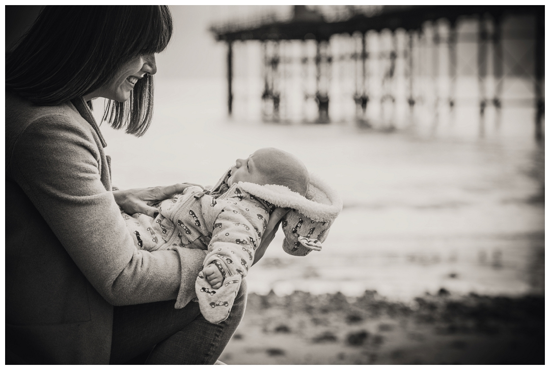 mummy and baby pictures, baby photography, locations portraits, black and white family photography
